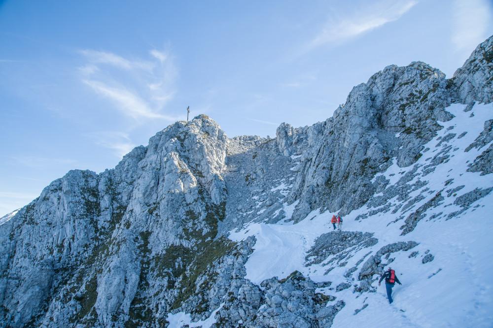 kurz vor dem Gipfel des Bosruck - Berg Bosruck Ennstal Ennstaler Alpen Europa Jahreszeit Jahreszeiten Kitzstein Lahnerkogel Natur Pyhrn Priel Pyhrn-Priel Schnee Steiermark Totes Gebirge Winter blau Österreich