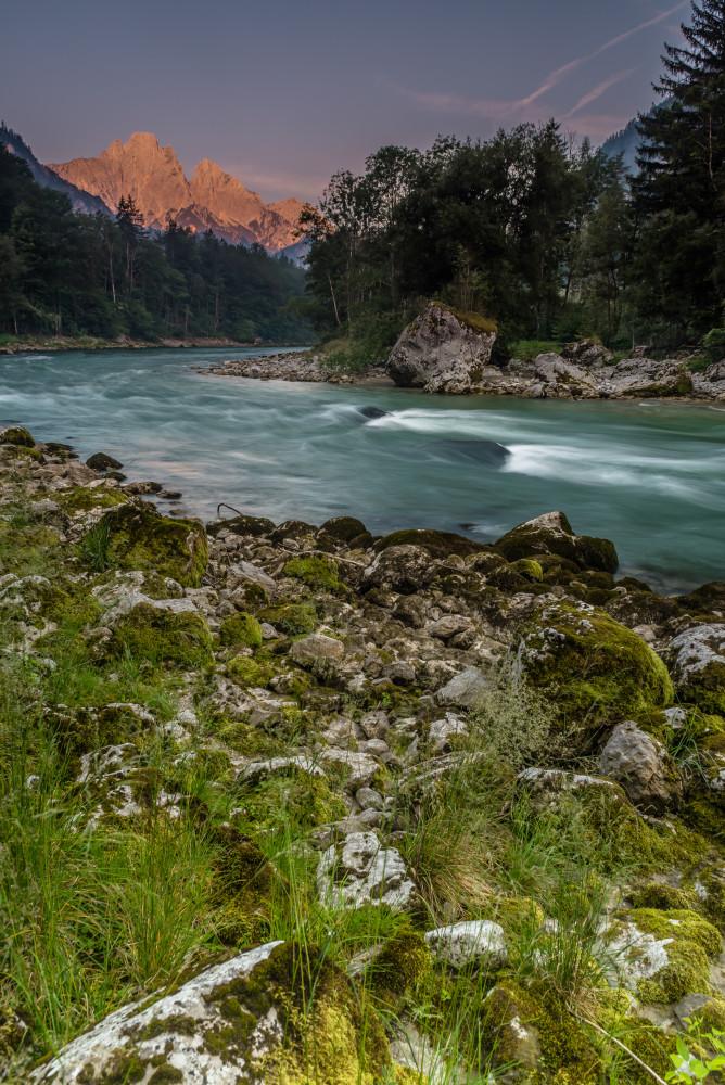- Bildeigenschaft Bildinhalt Dunkel Ennstal Europa Fluss Gesäuse Gewässer Highlight Hochformat Natur See Sommer Steiermark Wasser Xeis grau Österreich