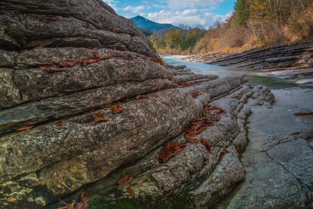 - Bildeigenschaft Bildinhalt Dunkel Europa Fluss Gewässer Herbst Highlight Jahreszeit Jahreszeiten Natur Salzburg Taugl Tauglbach Tauglgries Tennengau Ungesättigt Wasser Österreich