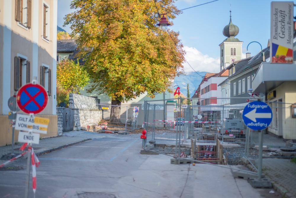 dokumentarische Bilder der Stadt Liezen - Architektur Baustelle Ennstal Europa Fernwärme Gebäude Innenstadt Liezen Stadt Steiermark Stockfoto Straße dokumentarisch Österreich