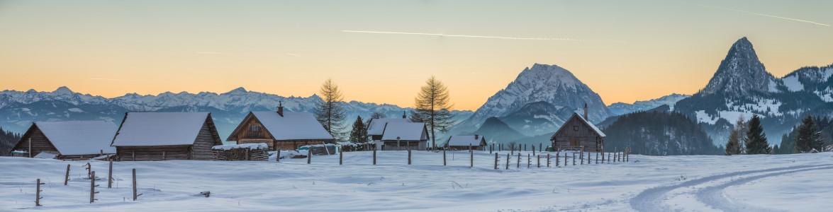 Hinteregger Alm - Alm Almen Berg Ennstal Europa Hell Hinteregger Alm Jahreszeit Jahreszeiten Liezen Natur Panorama Schnee Steiermark Winter grau Österreich