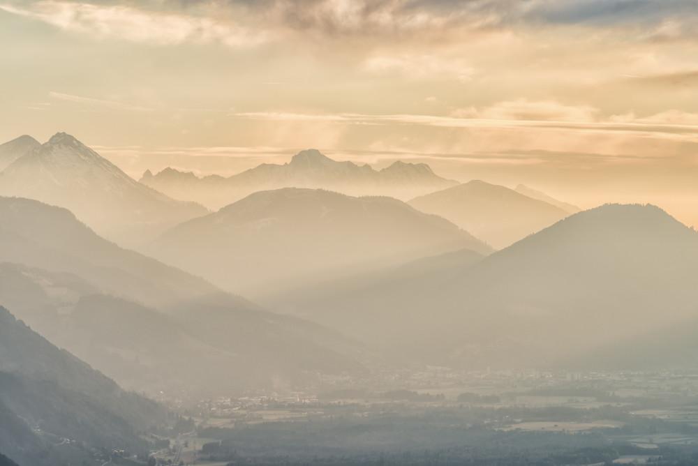 - Berg Ennstal Europa Hell Highlight Himmelserscheinungen Natur Sonnenaufgang Steiermark Trautenfels Tressenstein Wolken Österreich