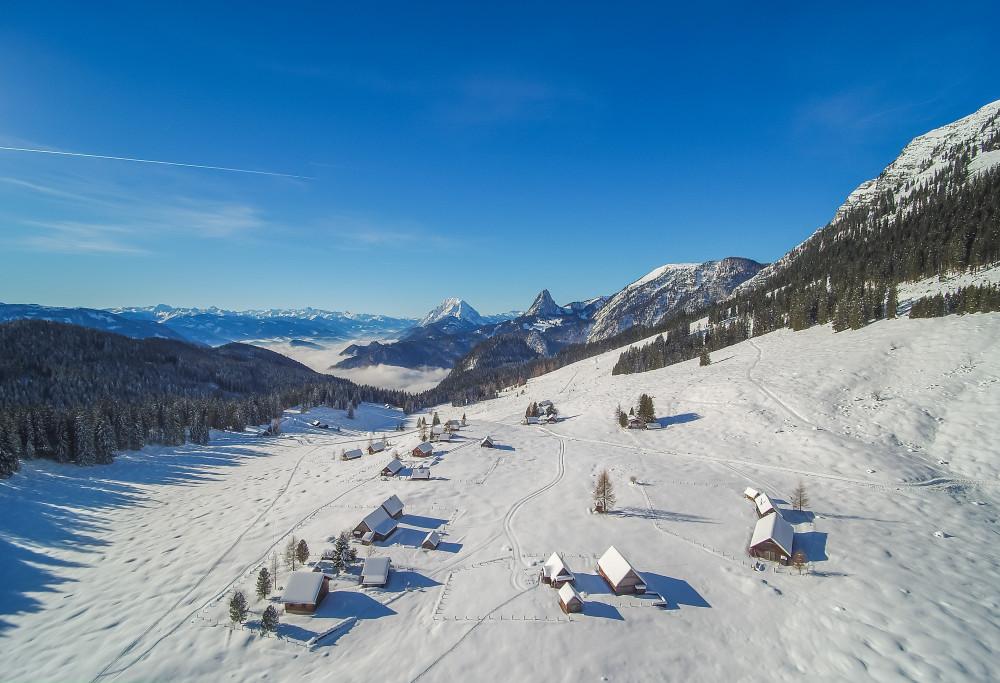 - Alm Almen Highlight Hinteregg Hinteregger Alm Jahreszeit Jahreszeiten Luftaufnahme Luftbild Natur Schnee Winter Ziegel (Textur)* Draußen grau