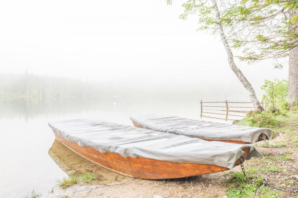 Fischerboote am Ödensee - Ausseerland Boot Europa Fahrzeug Gewässer Hell Kanu Plätte Salzkammergut See Steiermark Wasser Zille weiß Ödensee Österreich