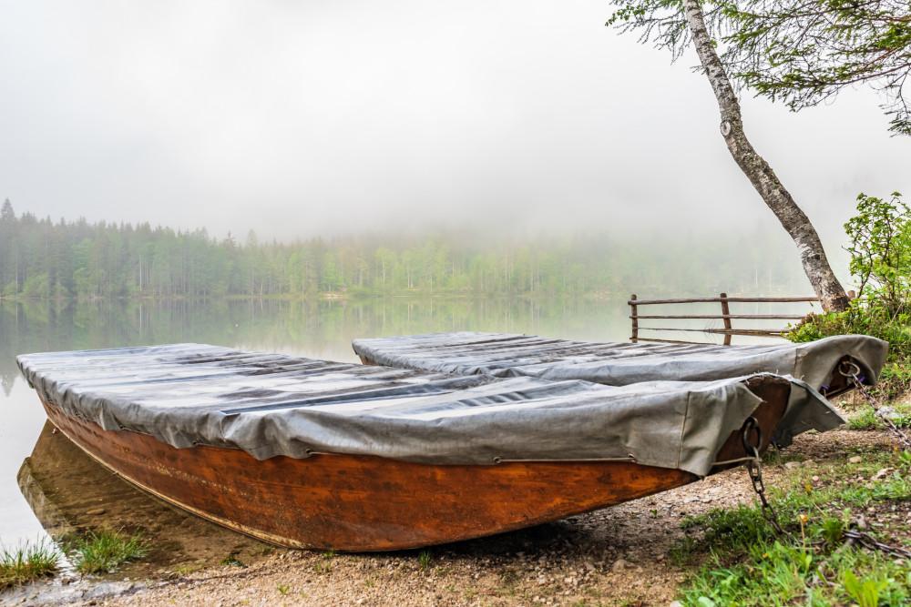 Fischerboote am Ödensee - Boot Fahrzeug Gewässer Hell Natur Nebel Plätte See Wasser Zille weiß Ödensee