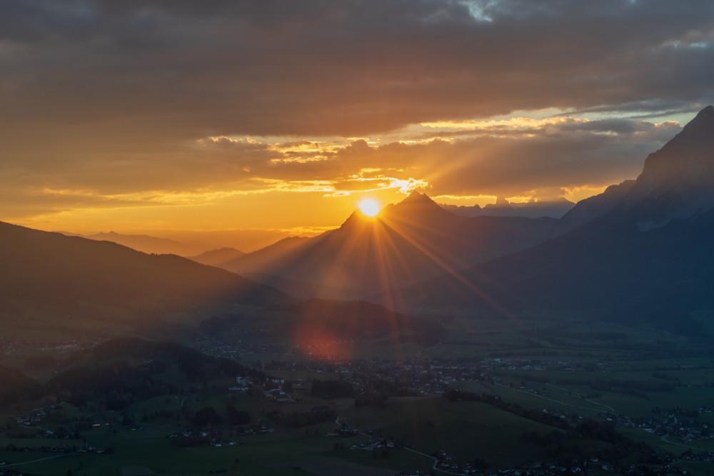 - Berg Dunkel Herbst Himmel Jahreszeit Jahreszeiten Natur Romantisch Sonnenuntergang schwarz