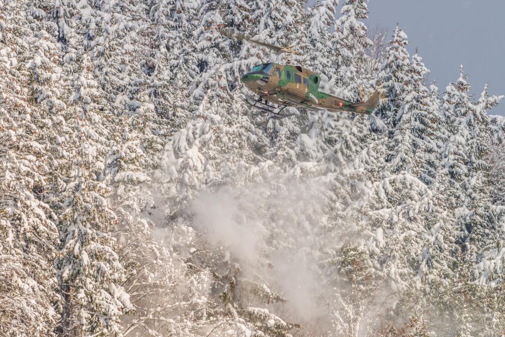 - Agusta Bell 212 Ardning Baum Bundesheer Bäume Ennstal Europa Fahrzeug Fahrzeuge Helikopter Hell Hubschrauber Jahreszeit Jahreszeiten Natur Pflanzen Schnee Steiermark Stockfoto Wald Winter dokumentarisch Österreich
