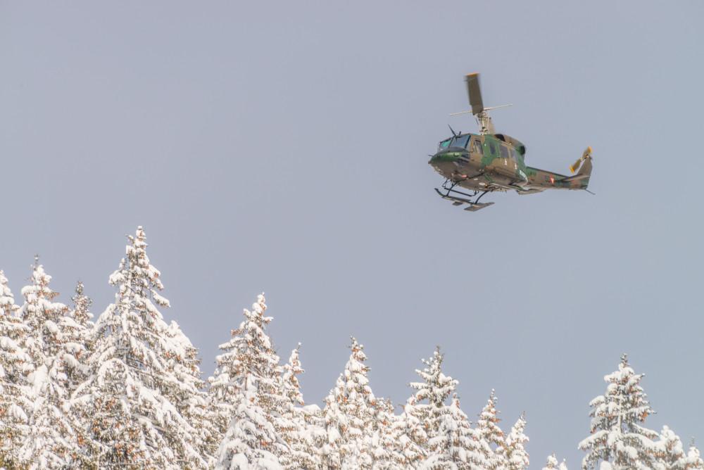 - Agusta Bell 212 Ardning Baum Bundesheer Bäume Ennstal Europa Fahrzeug Fahrzeuge Helikopter Hell Hubschrauber Jahreszeit Jahreszeiten Kontrastarm Natur Pflanzen Schnee Steiermark Stockfoto Wald Winter dokumentarisch Österreich
