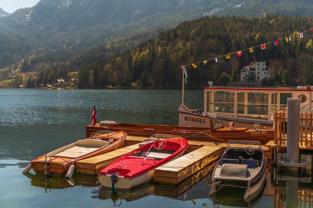 - Ausseerland Bildinhalt Boot Draußen Europa Excire (de) Fahrzeug Gewässer Grundlsee Inhalt Natur Ort Salzkammergut See Sonstiges Steiermark Wasser Österreich