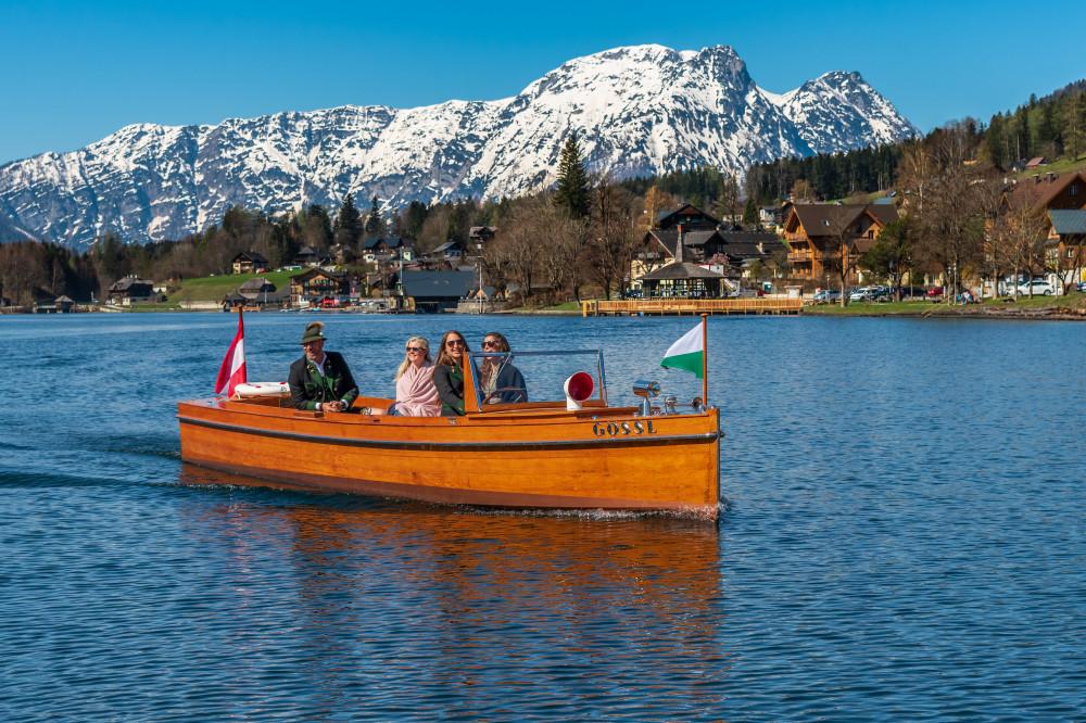 - Ausseerland Bildinhalt Boot Draußen Europa Excire (de) Fahrzeug Gewässer Grundlsee Kanu Natur Ort Salzkammergut See Sonstiges Steiermark Wasser Österreich