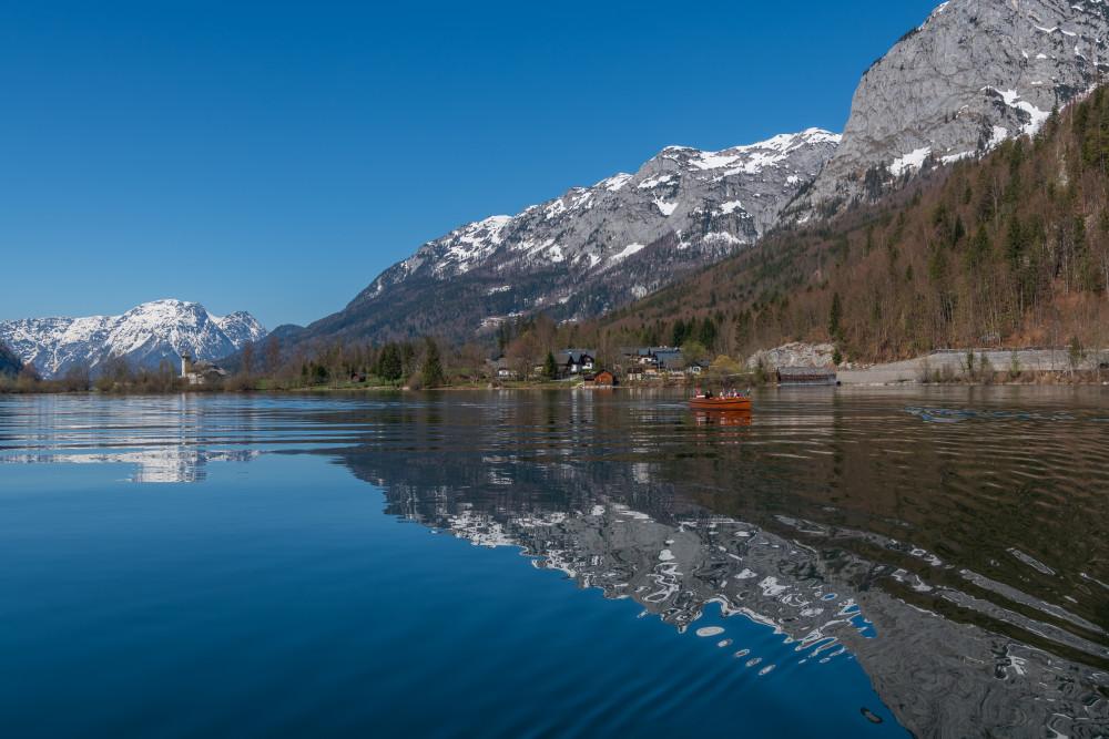 - Ausseerland Berg Bildinhalt Boot Europa Fahrzeug Gewässer Grundlsee Natur Salzkammergut See Steiermark Wasser grau Österreich