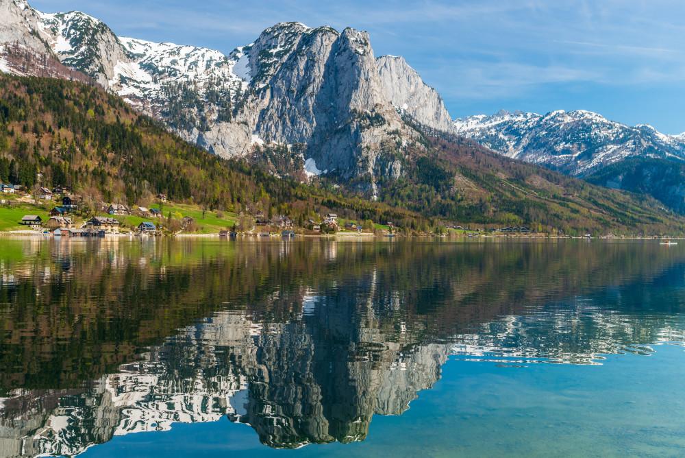 - Ausseerland Backenstein Berg Bildinhalt Europa Gewässer Grundlsee Natur Reflektion Salzkammergut See Steiermark Totes Gebirge Wasser grau Österreich