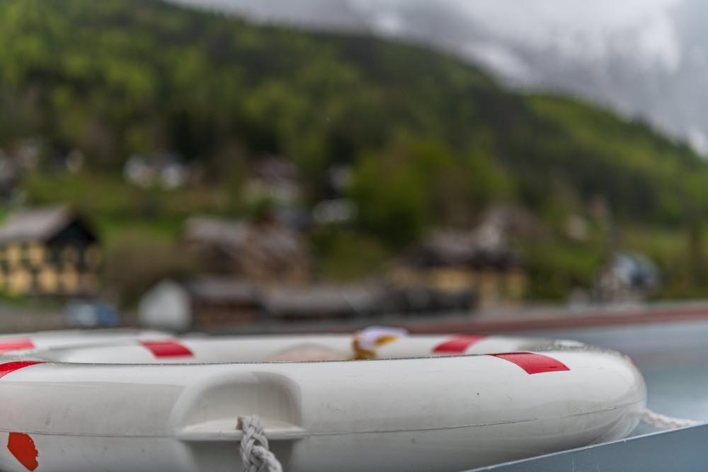 - Ausseerland Bildeigenschaft Bildinhalt Boot Europa Fahrzeug Gewässer Grundlsee Karstquellen MS Rudolf Salzkammergut Schiff Schifffahrt Grundlsee Steiermark Stimitz Ungesättigt grau Österreich