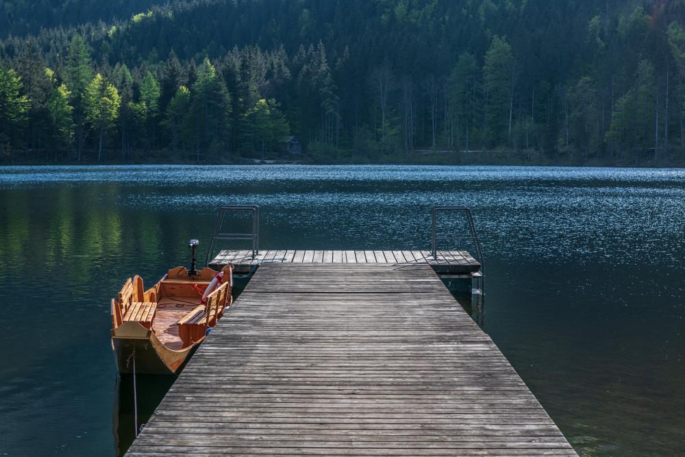 - Ausseerland Bildeigenschaft Bildinhalt Dunkel Europa Fahrzeug Gewässer Kanu Natur Plätte Salzkammergut See Steg Steiermark Ungesättigt Wasser Zille grau Ödensee Österreich