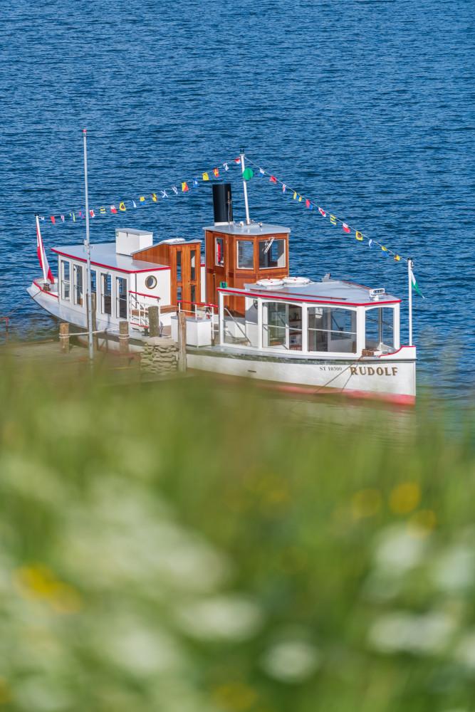 - Ausseerland Europa Fahrzeug Gewässer Grundlsee Hochformat MS Rudolf Natur Ozean Reisen Salzkammergut Schiff Schifffahrt Grundlsee Steiermark Wasser Österreich