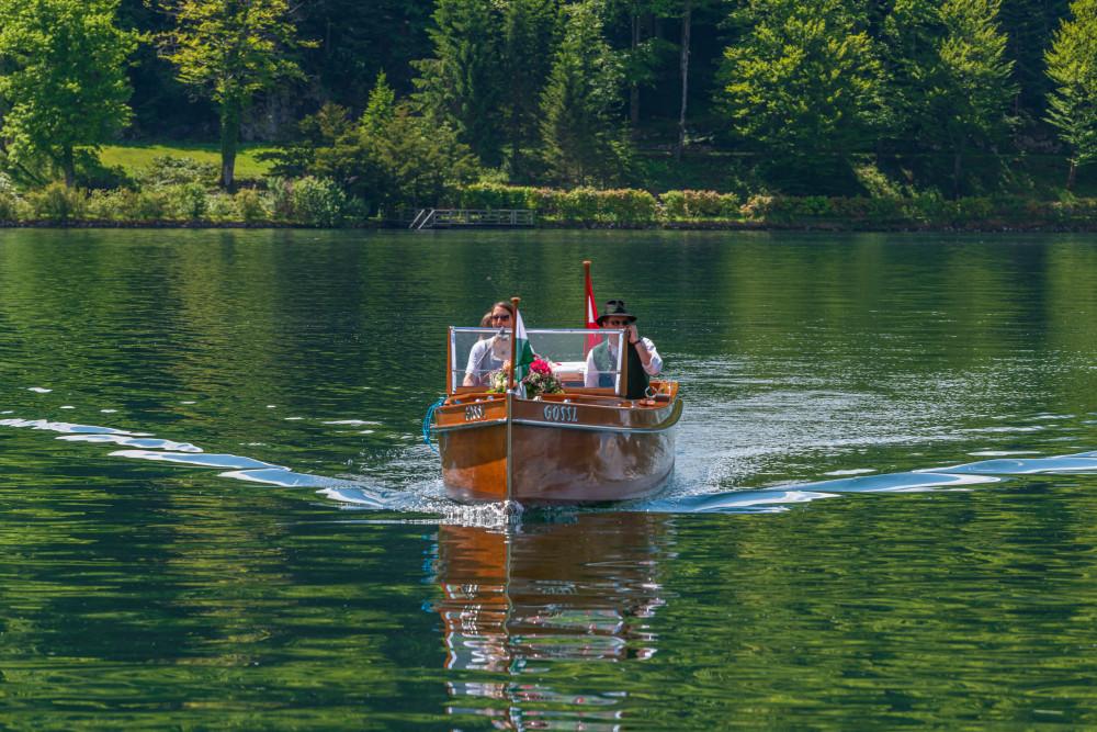 - Ausseerland Bildeigenschaft Bildinhalt Boot Dunkel Europa Fahrzeug Gewässer Grundlsee Gössl Kanu Narzissenfest Narzissenfest 2019 Natur Salzkammergut Schifffahrt Grundlsee See Steiermark Ungesättigt Wasser grau Österreich