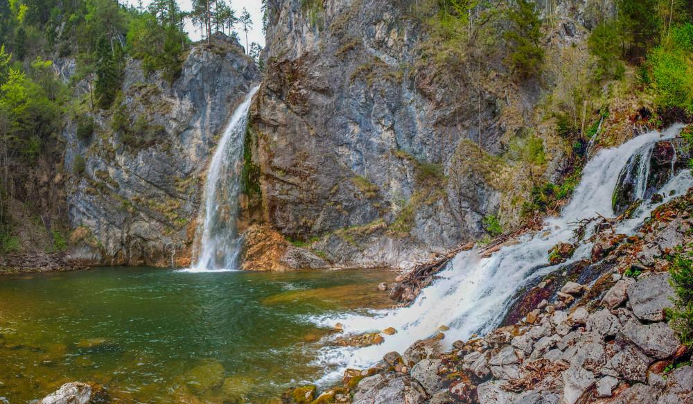- Bildeigenschaft Bildinhalt Ennstal Europa Fluss Gewässer Gröbming Gröbminger Land Gröbmingerland Natur St. Martin am Grimming Steiermark Ungesättigt Wasser Wasserfall grau Österreich