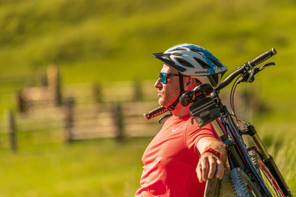 - Alm Almen Bildinhalt Ein Gesicht Farbenfroh Freizeit Gesicht Hinteregg Hinteregger Alm Hintereggeralm Mountain Bike Mountenbiker Person Profilansicht Radfahrer Sport Velo erkennbare Person
