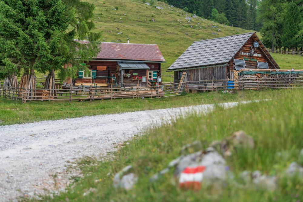 - Alm Almen Architektur Bildeigenschaft Bildinhalt Ennstal Europa Gebäude Hinteregg Hinteregger Alm Hintereggeralm Hütte Liezen Steiermark Ungesättigt Österreich