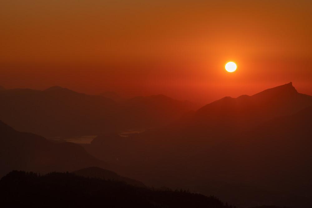 Die Sonne geht an der Silhouette des Schafbergs unter - Ausseerland Berg Dunkel Europa Himmel Loser Natur Romantisch Salzkammergut Silhouette Sonnenuntergang Steiermark Österreich